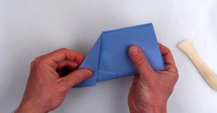 Aprende a doblar un avión de papel con el campeónmundial