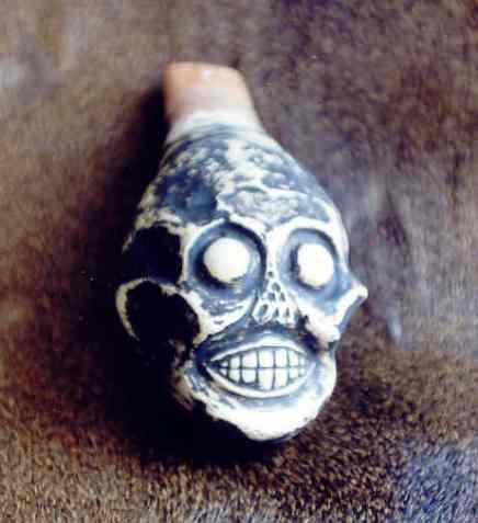 """[VIDEO] El terrorífico sonido de miles de cadáveres: el """"silbato de la muerte""""azteca"""