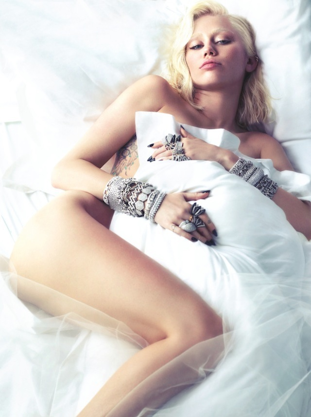 0Miley-Cyrus-by-Mert-Alas-and-Marcus-Piggott-Styled-by-Edward-Enninful-March-2014