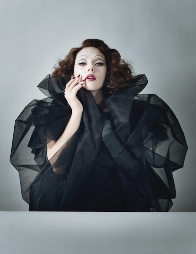 0Scarlett-Johansson-by-Tim-Walker-Styled-by-Jacob-K-June-2011
