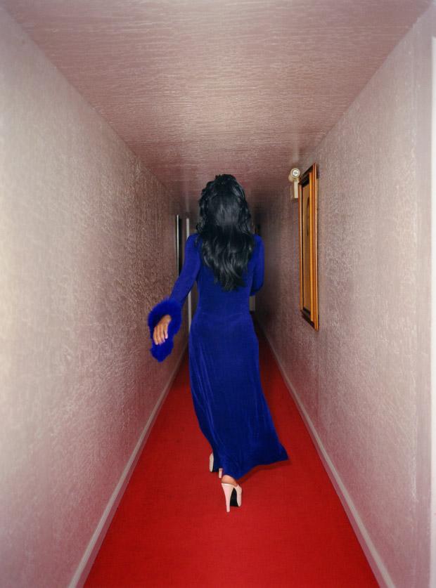 Jane_Hilton_Exit-Red-Carpet_04