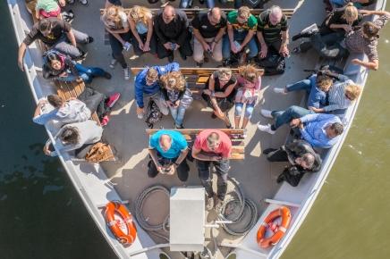 Turistas en los botes del ríoSena