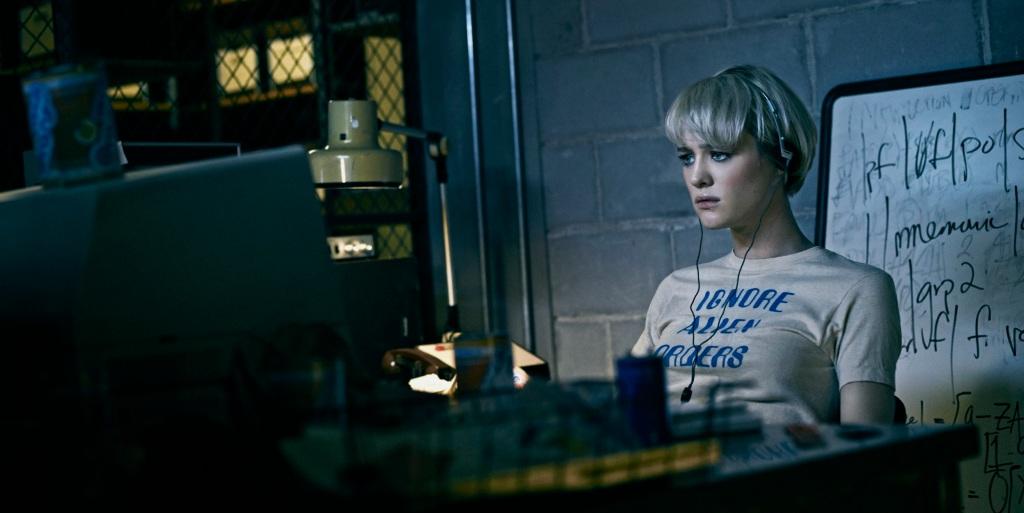 Mackenzie Davis as Cameron Howe - Halt and Catch Fire _ Season 1, Gallery - Photo Credit: James Minchin III/AMC