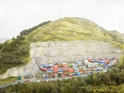 In Between/ Henrik Spohler/ Zonas muertas del hipercapitalismo